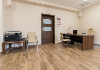 Meble gabinetowe Tirion produkcji TOBO: biurko gabinetowe, stolik, krzesła biurowe