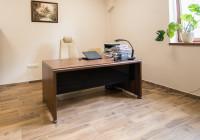 Meble gabinetowe Tirion produkcji TOBO: biurko gabinetowe i fotel biurowy